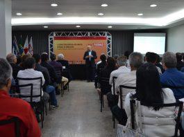 Ex-ministro Maílson da Nóbrega, palestrando na Fiemg